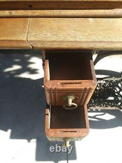 1800's Antique Victorian Singer Sewing Machine