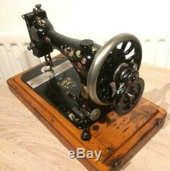 1889 Antique Singer 28K HandCrank Sewing Machine with Coloured Roses and Daisies