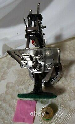 1900's SINGER Antique Singer Model 20 Sewhandy Childs Toy Sewing Machine