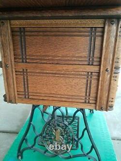 1901 Singer Sewing Machine In Original Treadle Cabinet