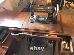 1907 Antique Singer Sewing Machine