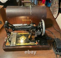 1910 SINGER Portable Electric Sewing Machine With Case & Original Key. Works