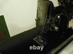 ANTIQUE 1940`s SINGER 221 FEATHERWEIGHT SEWING MACHINE #AG531844