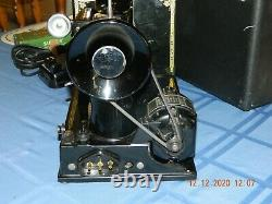 ANTIQUE 1950 SINGER SEWING MACHINE FEATHERWEIGHT MODEL 221 -1 Works
