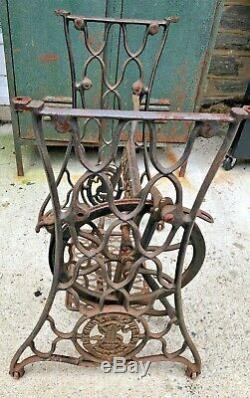 ANTIQUE SINGER SEWING MACHINE BASE Cast Iron