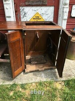 ANTIQUE Singer Sewing Machine 1900's Tiger Oak Closed Cabinet with Treadle