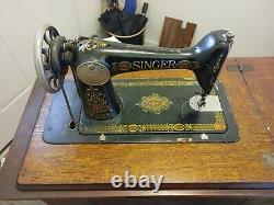 ANTIQUE Singer Sewing Machine 1900's in Tiger Oak Closed Cabinet with Treadle