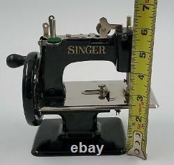 ANTIQUE VINTAGE 1920s SINGER MODEL 20 CHILD'S SEWING MACHINE