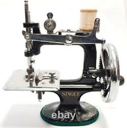 Antigua maquina de coser SINGER negra de viaje Antique Sewing Machine SINGER