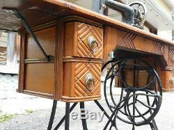 Antique 1890s Queen Treadle Sewing Machine Fiddle Base Coffin Top Oak Cabinet