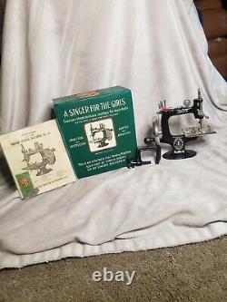 Antique 1914 Singer Toy Sewing Machine