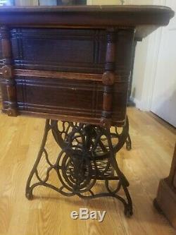 Antique Cast Iron 1897 Singer Treadle Sewing Machine Table GORGEOUS