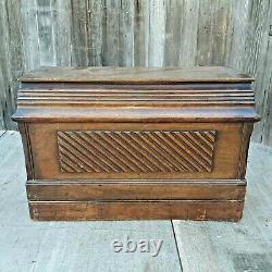 Antique SINGER 28K Hand Crank Sewing Machine with Coffin Case P553394 1901