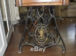 Antique SINGER SEWING MACHINE & Treadle OAK table cabinet