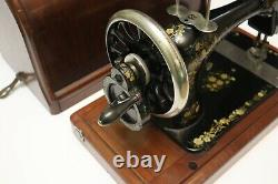 Antique Singer 1886 sewing machine in good working condition(10566179)