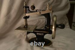 Antique Singer Childs Toy Hand Crank Sewing Machine No. 20