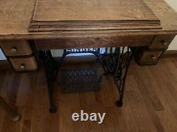 Antique Singer Sewing Machine 1920s, Original Wooden Cabinet withDrawers