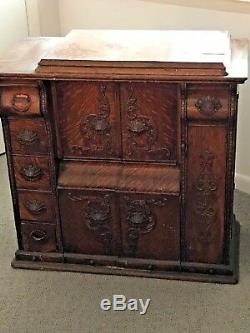 Antique Singer Sewing Machine in Oak Cabinet with sewing machine