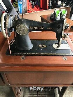 Antique Singer Sewing Machine withcabinet no treadle