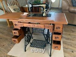 Antique Singer treadle sewing machine excellent condition