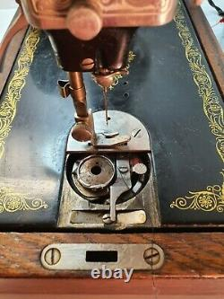 Antique Vintage Electric Singer Sewing Machine with Case & Accessories Y3785648