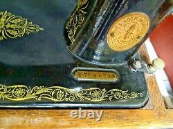 Antique /Vintage Hand Crank Singer sewing machine Y7641303