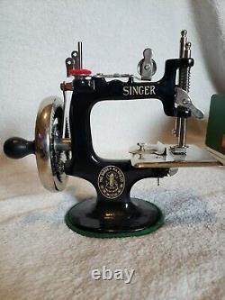 Antique Vintage Singer Model 20 Toy Sewing Machine