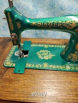 Beautiful Antique Ornate Vintage 1912 Singer Treadle Sewing Machine Model 127