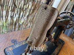 COMPLETE ANTIQUE 1910 SINGER TREADLE SEWING MACHINE & CABINET withCAST IRON BASE
