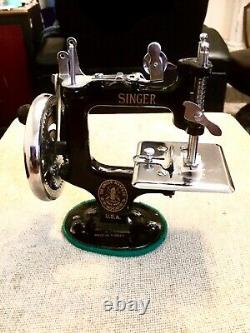 Mint New Dome Rare Antique Vintage Singer 20 K-20 Toy Small Child Sewing Machine