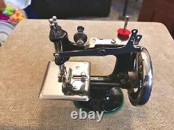 Rare Antique Vintage Singer 20 Toy Small Child Sewing Machine W Trunk Case Gift