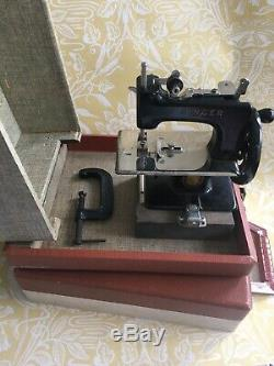 Rare Vintage Antique Singer Small Hand Crank Sewing Machine Clamp Case Not Test