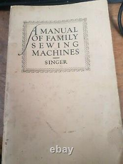 SINGER 221K ANTIQUE FEATHERWEIGHT SEWING MACHINE + 2boxes