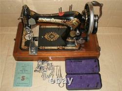 STUNNING ANTIQUE SINGER 28k HAND CRANK SEWING MACHINE WITH CASE
