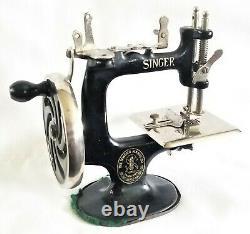 Singer 20, sewing machine, original black paint & labels, working toy, 7 long