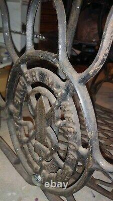 Singer Model 66 Sewing Machine Antique 1920 treadle works Iron legs wood cabinet