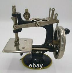 Singer Sew Handy Antique 1920s Sewing Machine Childs Black Smooth Crank