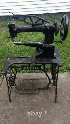 Singer Sewing Machine 29-4 Leather (Pics not mine, but JUST like mine!)
