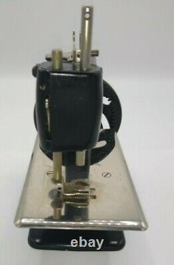 Singer Vintage Model 20 Childs Sewing Machine Smooth Hand Crank Antique Black