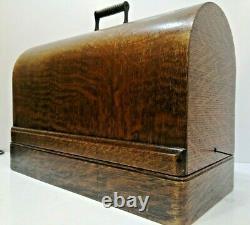 Stunning Antique Old Vintage Hand Crank Singer 66 sewing machine Model 66