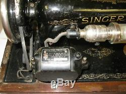 The Singer Manufacturing Co Antique SINGER Sewing Machine