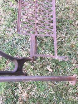 Vintage 1925 Industrial Singer Sewing Machine Cast Iron Base Nice Table Frame