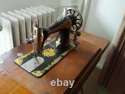 Vintage Antique SINGER sewing machine treadle table cast iron legs