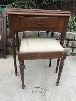 Vintage Electric Antique SINGER SEWING MACHINE 66-16 Manual Table Bench Needles