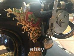 Vintage SINGER sewing machine 1925 Model 128-13 in Beautiful condition