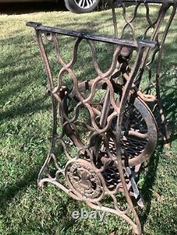 Vintage antique Singer Treadle Sewing Machine Cast Iron Table Base