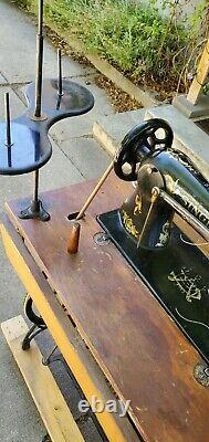 WORKING 1918 Singer 31-15, Sewing Machine ON TREADLE STAND, No Power Needed