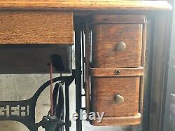 Working 1912 Singer Sewing Machine in Original Wooden Cabinet Model 66-1