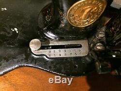 1888 Antiquités À Coudre Singer 12k Base De Violon Machine Manivelle