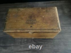 1889 Chanteur Simanco Couture Machines Pièces Pièces Attachments Puzzle Wood Box Antique